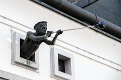 Il monumento sulla facciata della casa al glassblowe matrice Fotografia Stock