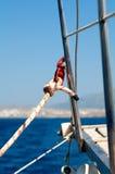 Il morsetto e la corda yacht il particolare Immagine Stock