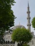 Il mosk o la moschea blu con i suoi minareti e cupole a Costantinopoli fotografia stock libera da diritti