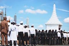 Il moto di molta gente da preparare per assiste al funerale di re Bhumibol Adulyadej King Rama 9 immagini stock
