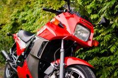 Il motociclo di Kawasaki GPZ 900 dal film di Top Gun ha fotografato all'aperto nel parco Fotografia Stock