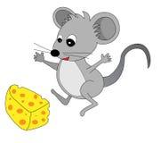 Il mouse sveglio ha trovato un certo formaggio Fotografie Stock Libere da Diritti