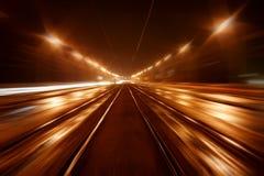 Il movimento attraverso la città all'alta velocità. astrazione Immagine Stock