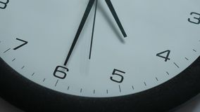 Il movimento delle mani di orologio Il punto culminante muove le mani di orologio video d archivio
