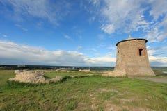 Il movimento di si rannuvola la torre della fortezza antica di bulgaro Immagini Stock Libere da Diritti