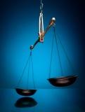 Il movimento intenzionale della scala della giustizia blured isolato Immagini Stock