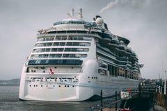 Il ms Brilliance dei mari Nassau, una nave da crociera che appartiene alla classe caraibica reale di splendore del ` s si è messo immagine stock