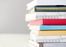 Il mucchio dei libri si chiude sulla vista Fotografie Stock Libere da Diritti