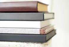 Il mucchio dei libri si chiude sulla vista Immagine Stock Libera da Diritti