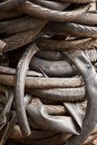 Il mucchio dei pneumatici abbandonati del motociclo Fotografia Stock Libera da Diritti