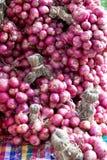 Il mucchio delle cipolle, scalogno è ingrediente Fotografie Stock