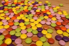 Il mucchio dello zucchero ha costeggiato i dolci Fotografia Stock Libera da Diritti