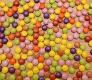 Il mucchio dello zucchero ha costeggiato i dolci Immagini Stock