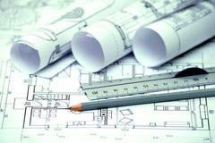 Il mucchio di progettazione architettonica e del progetto blueprints i disegni di Immagini Stock