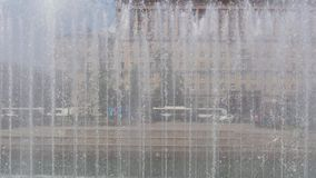 Il muro di acqua dalle fontane archivi video