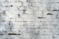 Il muro di mattoni ha dipinto la pittura bianca fotografia stock