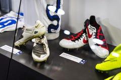 Il museo è famoso per i giocatori dei club inter Milano di calcio e magliette di Milano allo stadio di San Siro immagine stock libera da diritti
