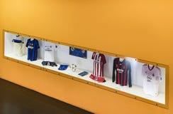 Il museo è famoso per i giocatori dei club inter Milano di calcio e magliette di Milano allo stadio di San Siro fotografia stock libera da diritti