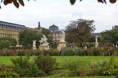 Il giardino vicino al Louvre a Parigi Fotografia Stock Libera da Diritti