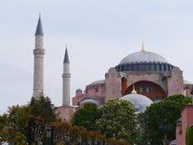 Il museo di Ayasofya con i suoi minareti e cupole a Costantinopoli fotografie stock libere da diritti