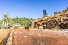 Il museo di estrazione mineraria con la vecchia asse ha chiamato Pena del Hierro a Nerva, PS Fotografia Stock