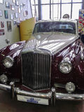 Il museo di retro automobili nella regione di Mosca di Russia Immagine Stock