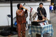 Il musicista dall'Ecuador esegue la musica nella via a St Petersburg immagine stock libera da diritti