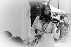 Il musicista della via gioca il violino Fotografia Stock