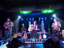 Il musicista Tavana e Keith Batlin gioca la chitarra e canta con Leon Fotografia Stock Libera da Diritti