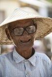 Il Myanmar - Mingun - agricoltore anziano Fotografia Stock