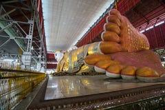 Il Myanmar s Buddha adagiantesi Fotografie Stock