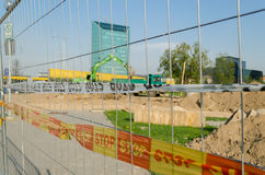 Il nastro di sicurezza del recinto del ferro ferma il cantiere Fotografie Stock