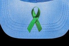 Il nastro verde, simbolo di consapevolezza del cancro del rene Immagini Stock