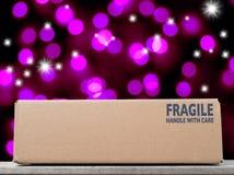 Il Natale acquista in una scatola marrone Fotografia Stock Libera da Diritti