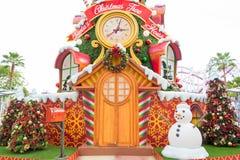 Il Natale alloggia con le decorazioni variopinte Fotografia Stock Libera da Diritti