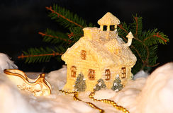 Il Natale alloggia e slitta Fotografia Stock