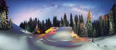 Il Natale alloggia nei Carpathians Fotografie Stock Libere da Diritti