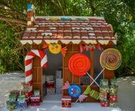 Il Natale alloggia per i bambini con i presente Immagini Stock