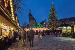 Il Natale commercializza al quadrato di Schillerplatz a Stuttgart, Germania fotografia stock