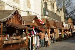 Il Natale commercializza alla collina Montmartre, Parigi Fotografie Stock Libere da Diritti