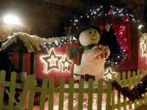 Il Natale commercializza in caverna della città Fotografie Stock