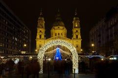 Il Natale commercializza davanti alla st Stephens Basilica, Budapest, Ungheria Fotografie Stock Libere da Diritti