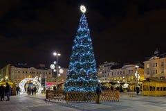 Il Natale commercializza sul quadrato di Masaryk a Ostrava nella notte, repubblica Ceca Immagine Stock