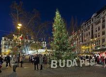 Il Natale commercializza sul quadrato di Vorosmarty a Budapest, Ungheria Fotografia Stock Libera da Diritti