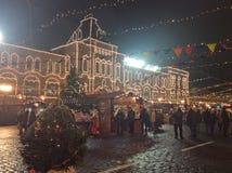 Il Natale commercializza sul quadrato rosso a Mosca, Russia di notte Fotografie Stock