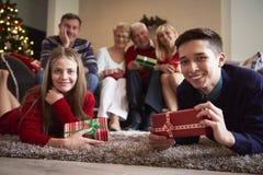 Il Natale cronometra con la famiglia Immagine Stock