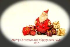Il Natale cronometra e regali, cartolina di Natale 2017 Immagini Stock Libere da Diritti