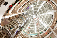 Il Natale cronometra in Suria KLCC, centro commerciale primo della Malesia Immagine Stock
