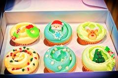 Il Natale disegna i bigné decorati Fotografia Stock