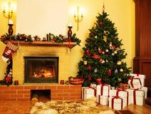 Il Natale ha decorato l'interno della casa Fotografia Stock